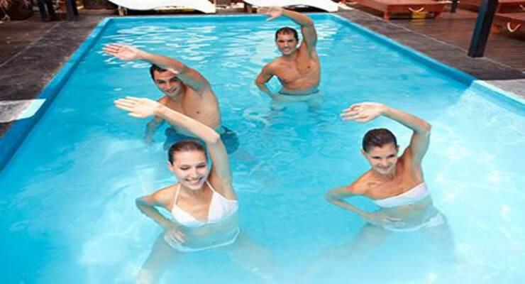 Фото к статье: Аквааэробика: упражнения пилатеса в воде (ФОТО)