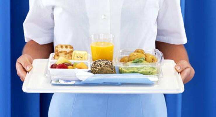 Фото к статье: Как выйти из самолета без изжоги и лишних кг