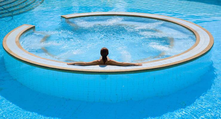 Фото к статье: Гидромассажные ванны