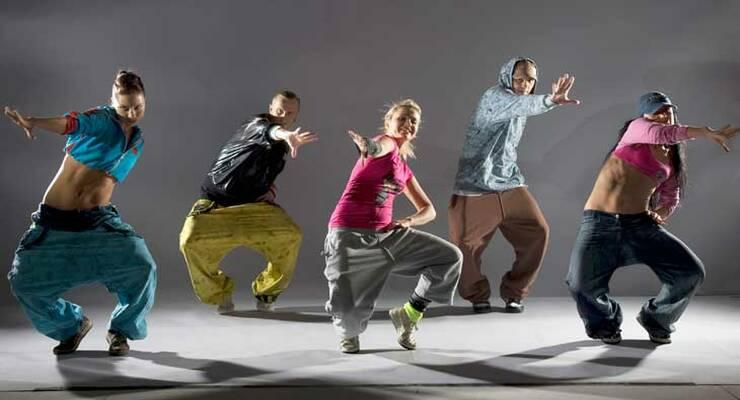 Фото к статье: Учимся танцевать хип-хоп дома с лучшими танцорами России!