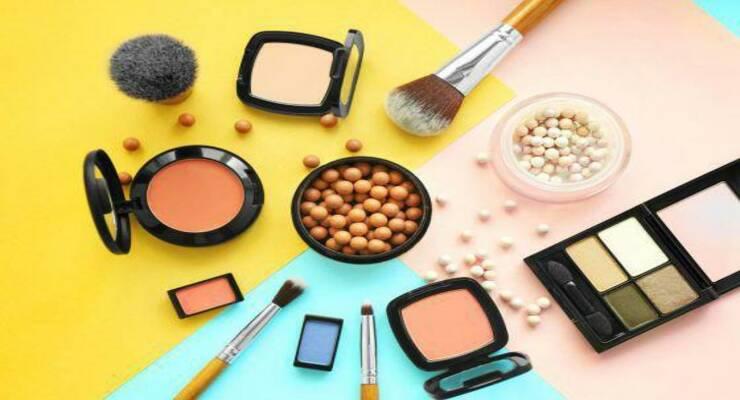 Фото к статье: Лучшие весенние новинки декоративной косметики