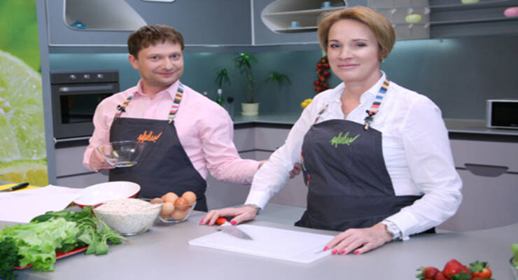 Фото к статье: «Хорошая еда» с издателем кулинарного журнала. Овсяные оладьи, фруктовый салат с курицей и йогурт