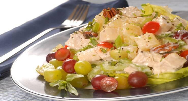 Фото к статье: Салат с курицей, ананасом и виноградом