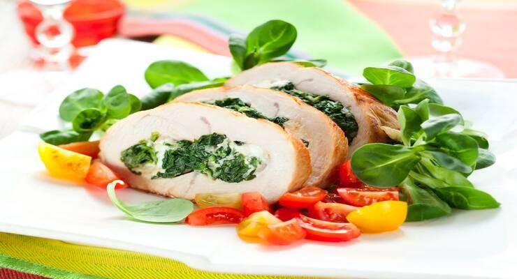 Фото к статье: Запеченные куриные грудки со шпинатом