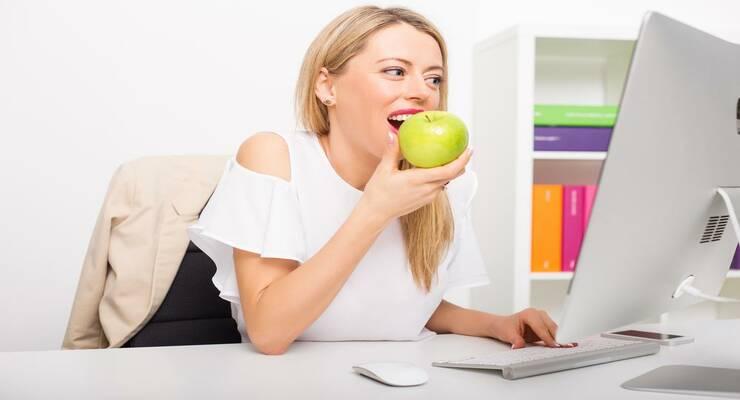 Фото к статье: Перекусы на работе: могут ли тренировки их сократить?
