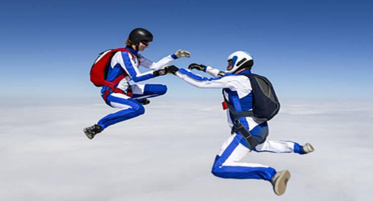 Фото к статье: Екатерина Маслова: победила страх высоты и начала прыгать с парашютом