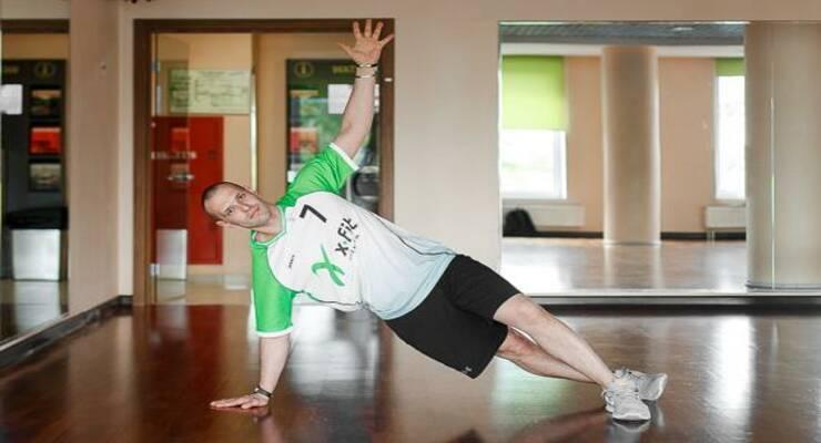 Фото к статье: 5 функциональных упражнений, которые лучше всего выполнять на песке