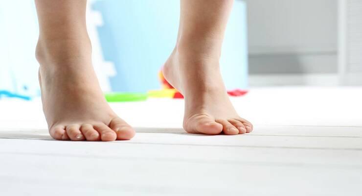 Фото к статье: Плоскостопие у детей: как с ним бороться?