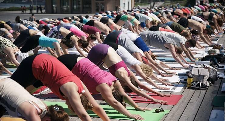 Фото к статье: III Международный день йоги в России