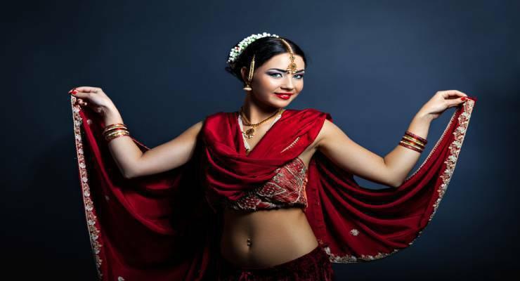 Фото к статье: Худей как звезды Болливуда: урок индийских танцев