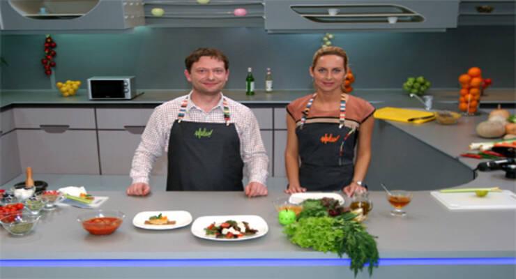 Фото к статье: «Хорошая еда» с психологом. Бифсфер, паштет из бобов и салат из свекольных листьев и помидор