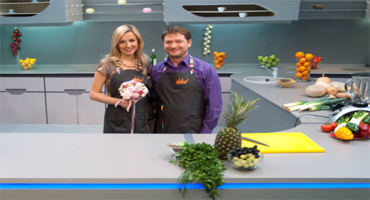 Фото к статье: «Хорошая еда» для беременных вегетарианок. Салат в ананасе, коктейль из овощей и суп-пюре из свеклы
