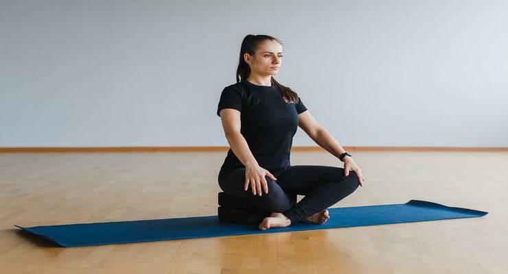 Фото к статье: Упражнения пилатеса, которые можно выполнять беременным