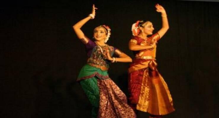 Фото к статье: Какие индийские танцы выбрать?