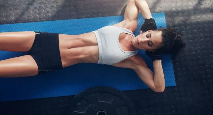 Фото к статье: Плоский живот: 5 приемов, которые сделают ваши тренировки эффективнее