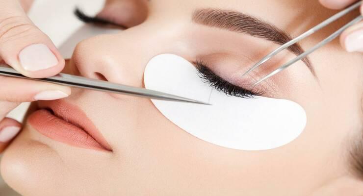 Фото к статье: Почему вам не нужны косметические процедуры для ресниц