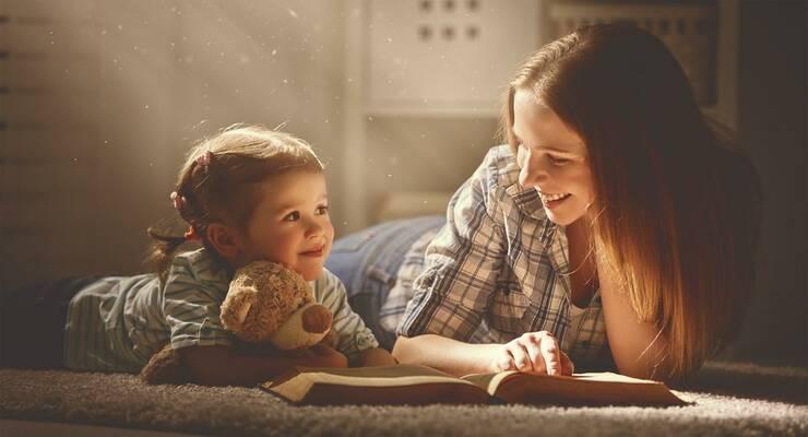 Фото к статье: Почему малыши любят слушать детскую сказку по многу раз