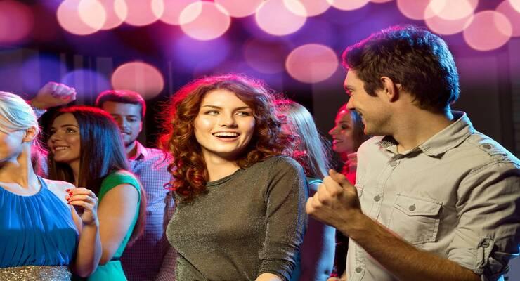 Фото к статье: Как ходить на вечеринки с пользой: 6 важных советов для одиноких девушек
