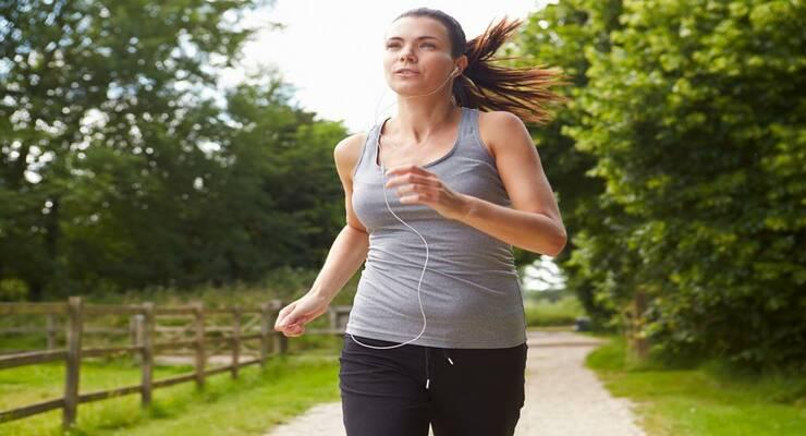 Фото к статье: Музыка на пробежке: слушать или нет?