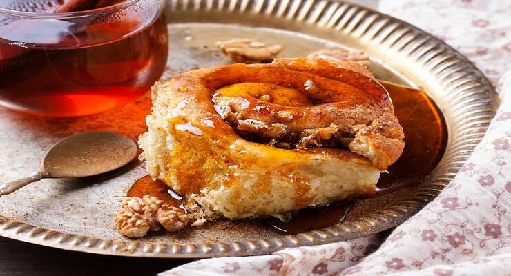 Фото к статье: Ароматные булочки с кленовым сиропом и грецкими орехами