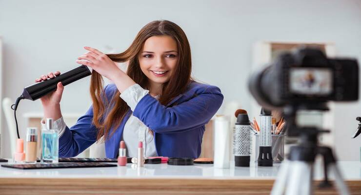 Фото к статье: Как уложить волосы: 3 хитрости, подсмотренные у популярных бьюти-блогеров