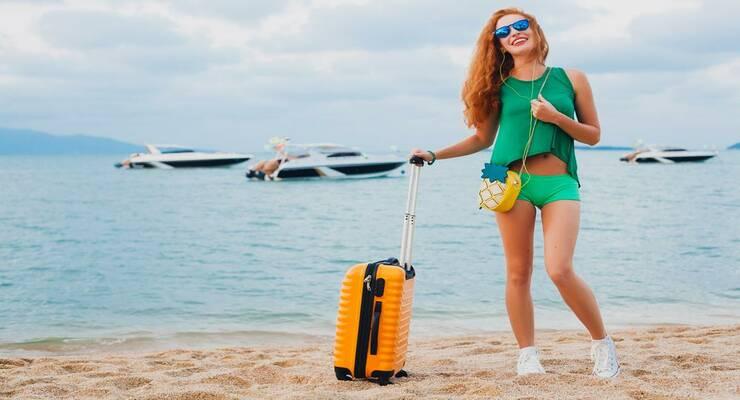 Фото к статье: Собираем чемодан: какой набор косметики взять на отдых