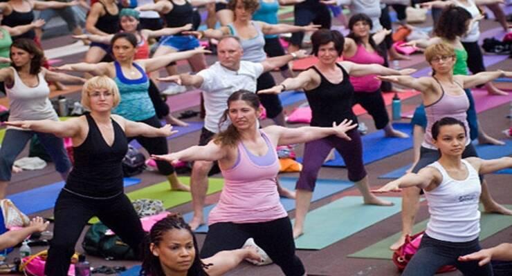 Фото к статье: Благотворительный марафон Yoga Journal