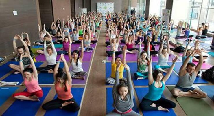 Фото к статье: Благотворительный йога-марафон от Organic People