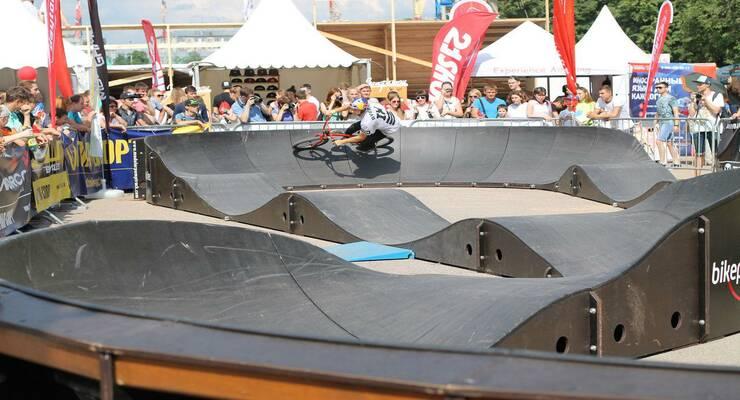 Фото к статье: Соревнования в памп-треке на выставке Bike Expo 2016