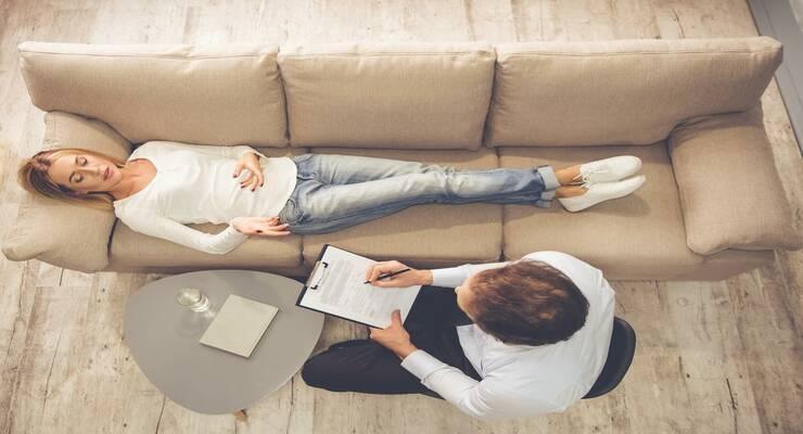 Фото к статье: Психолог, психотерапевт, психиатр: к кому из них лучше обратиться?