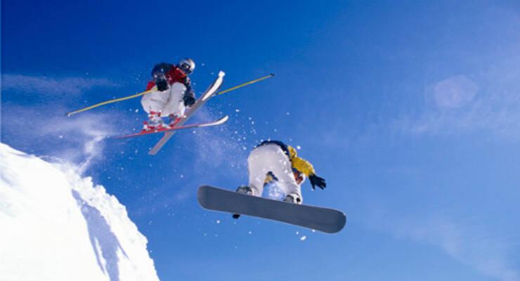 Фото к статье: Что выбрать: горные лыжи или сноуборд