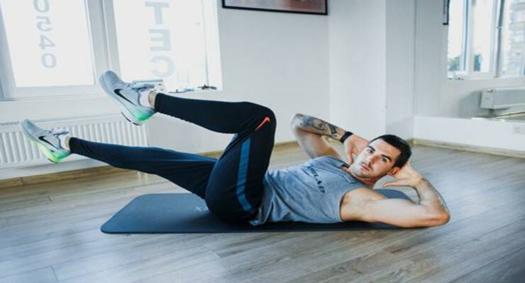 Фото к статье: Скручивания на пресс: 6 вариантов упражнения для быстрого результата