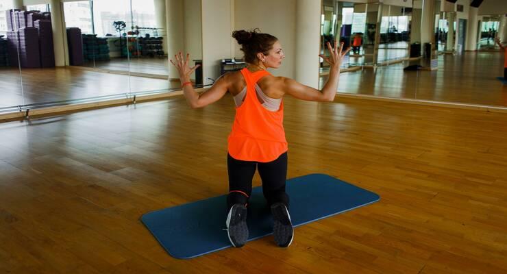 Фото к статье: Как убрать складки на спине: 5 эффективных упражнений