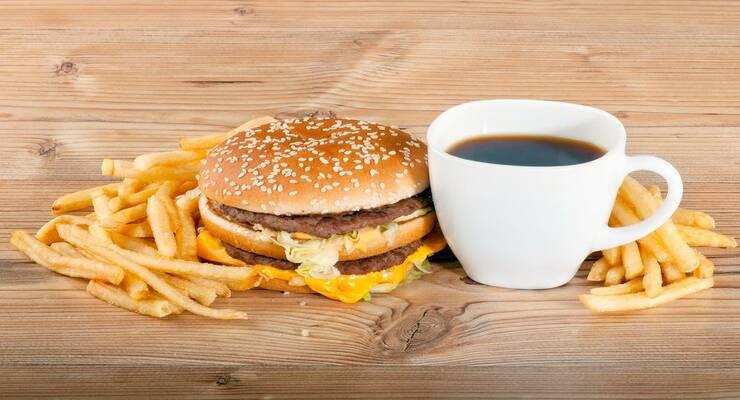 Фото к статье: Кофе с фастфудом — опасное сочетание