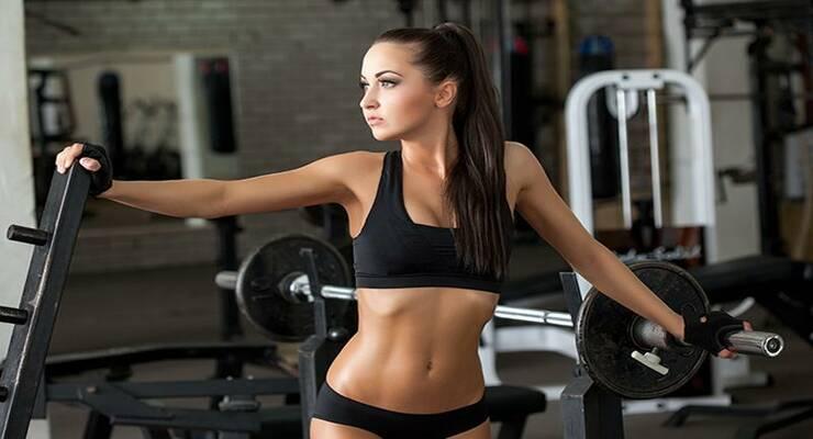 Фото к статье: Какие упражнения со штангой делать женщине?
