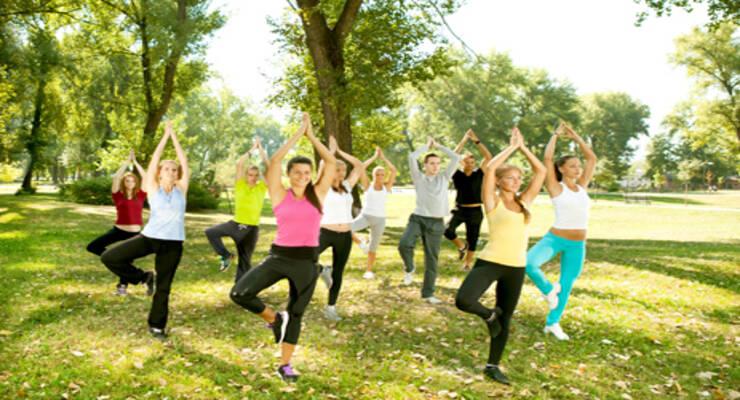 Фото к статье: Работа с суставами: сукшма-вьяямы для плеч и рук (ФОТО)