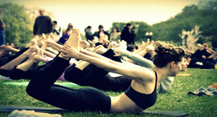 Фото к статье: Йога в парке