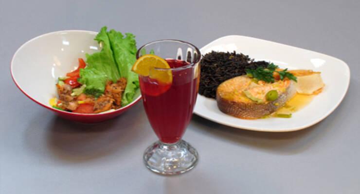 Фото к статье: «Хорошая еда» с телеведущей. Запеченный лосось, клюквенный сок и салат