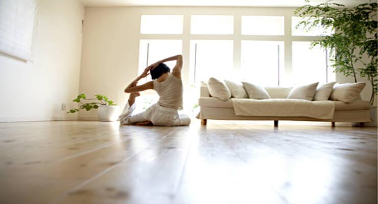 Фото к статье: Женская йога с Аленой Мордовиной: практика при климаксе