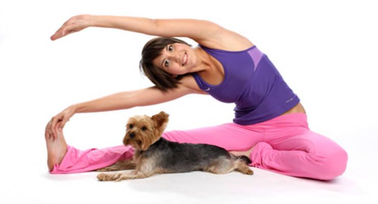 Фото к статье: Анастасия Шелупец: зачем практиковать йогу в паре с собакой