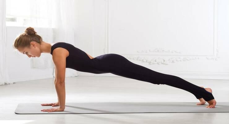 Фото к статье: 5 асан йоги, которые сжигают максимум калорий