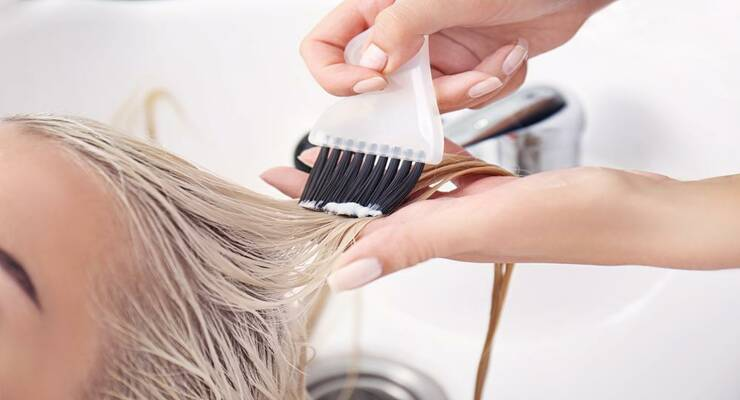 Фото к статье: 4 салонные процедуры для волос, от которых больше вреда, чем пользы