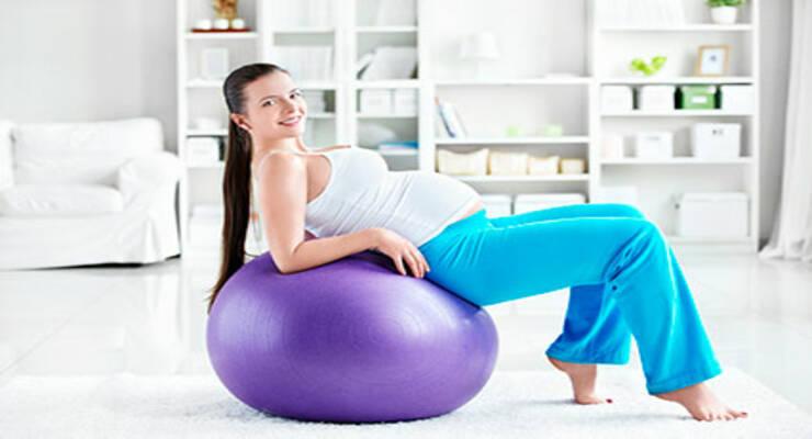 Фото к статье: Комплекс на фитболе против болей в спине: упражнения для беременных (ФОТО)