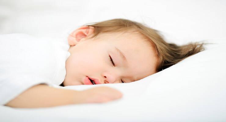 Фото к статье: Почему ребенок скрипит зубами во сне
