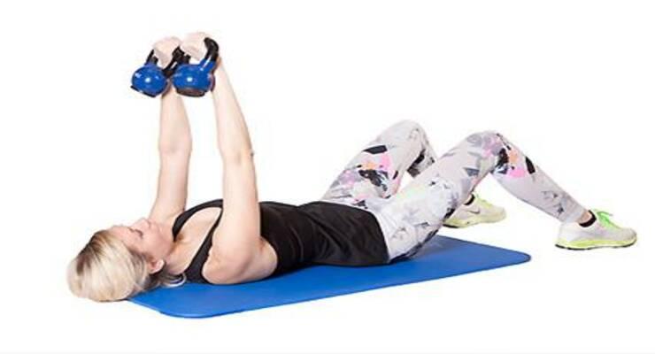 Фото к статье: Силовая тренировка для женщин с гирями