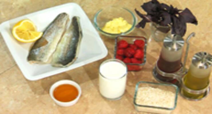 Фото к статье: Рулет из форели и рис в молоке с клубникой