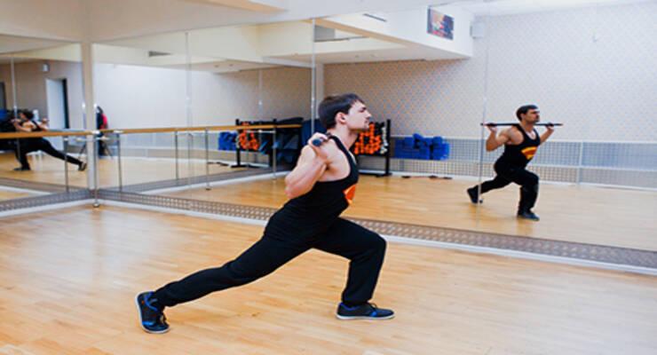 Фото к статье: Лучшие упражнения для задней поверхности тела с бодибаром